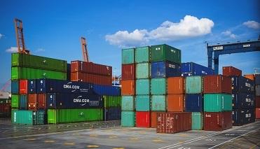 порт для погрузи товаров на экспорт и импорт
